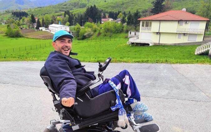 Ny rullstol till Armin